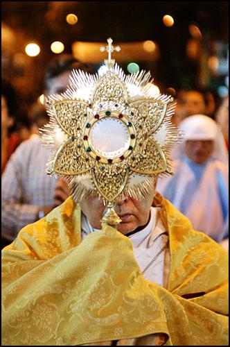 Foto: Alexandre Severo/JC Imagem Data: 15/06/2006 Assunto: CIDADES - CORPUS CHRISTI - PROCISSAO - Procissao pelas ruas do centro de Recife marca a comemoracao do dia de Corpus Christi.